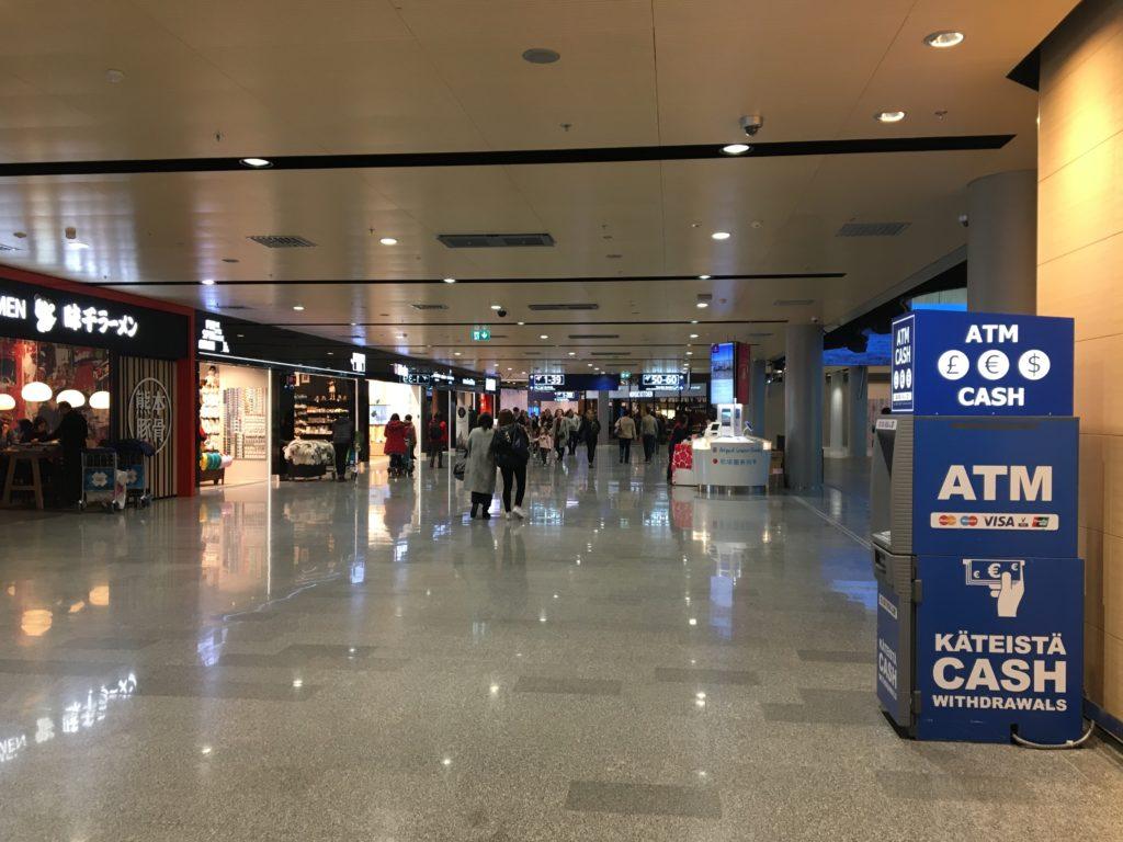 私が実際にセキュリティーコントロールを通過した直後に見た免税店が並ぶLEVEL2.Departure Floorの様子を撮影した写真