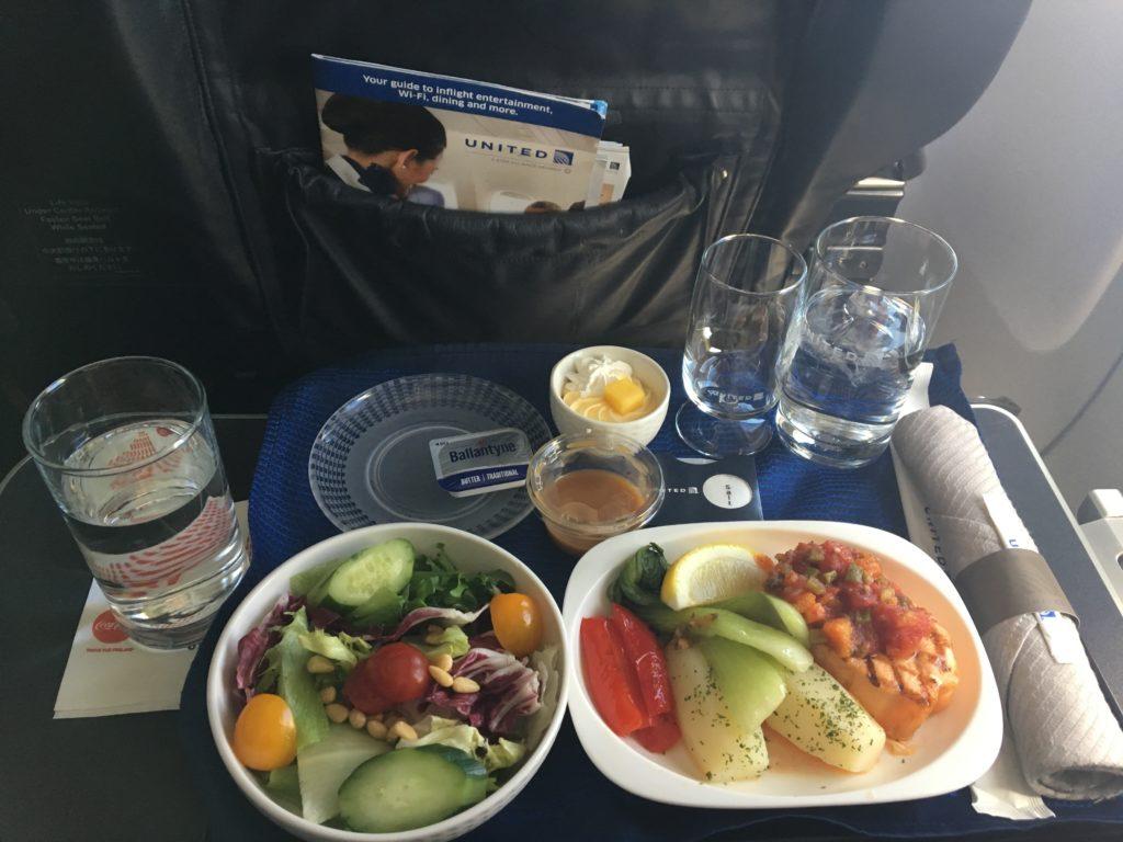 グアム往きの便で私が頂いたユナイテッド航空ビジネスクラスの機内食を撮影した写真