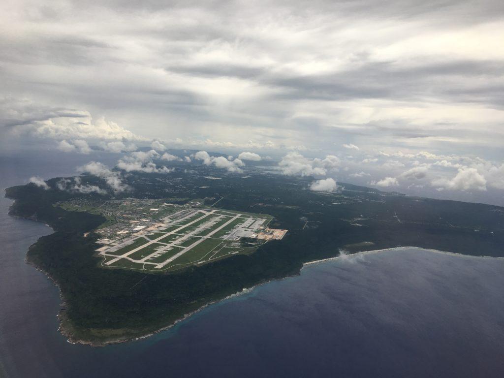 グアム到着時、空の上からグアムを眺めた様子を撮影した写真