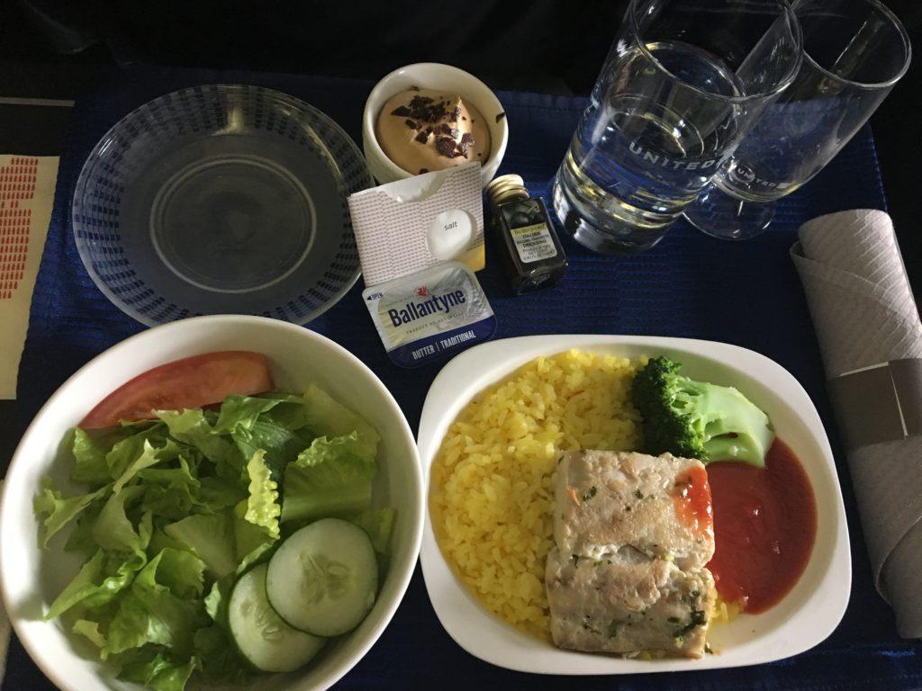 日本への帰りの便で頂いたユナイテッド航空ビジネスクラスの機内食を撮影した写真