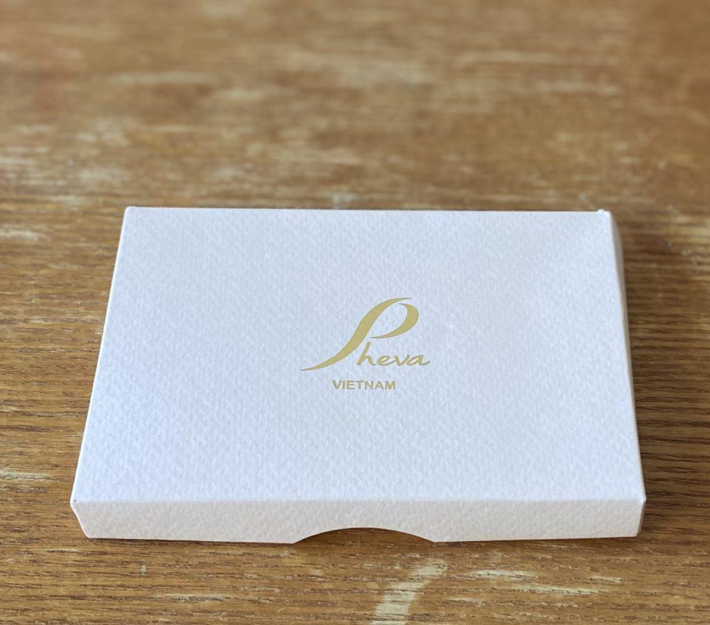フェーヴァ・ダナンでチョコレートを買ったときに併せて購入した専用ボックス(淡いピンク色)を撮影した写真