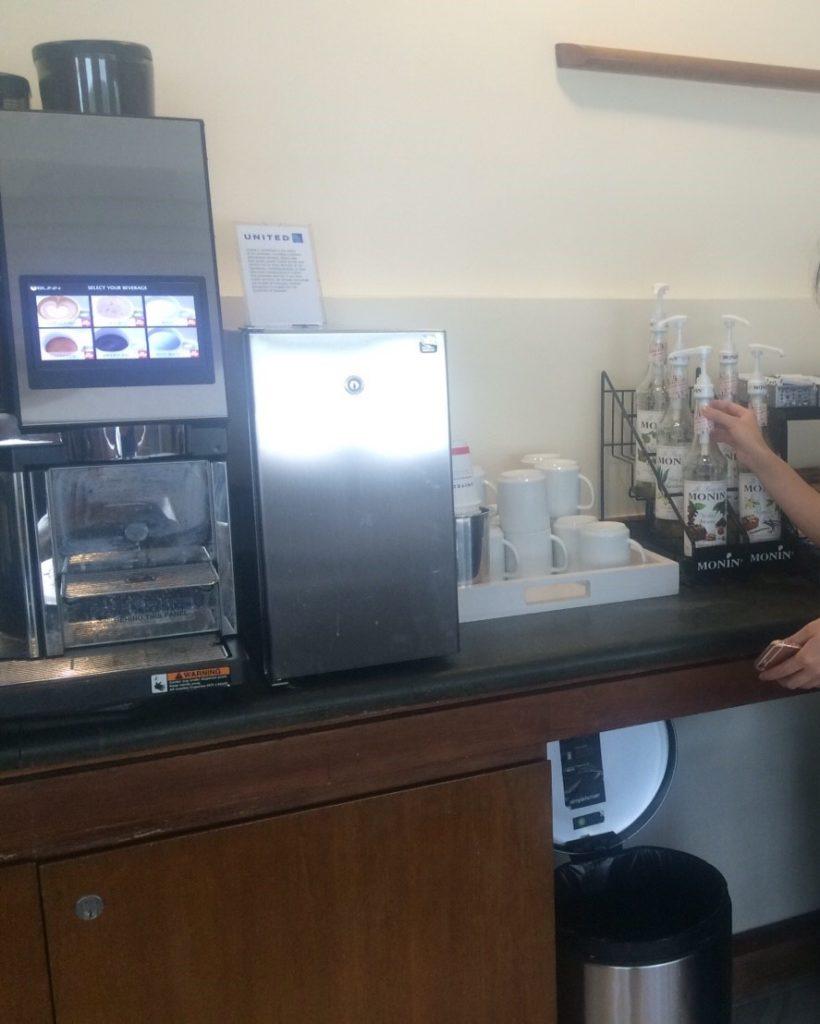 コーヒー・紅茶など温かい飲み物類のドリンクバーを撮影した写真