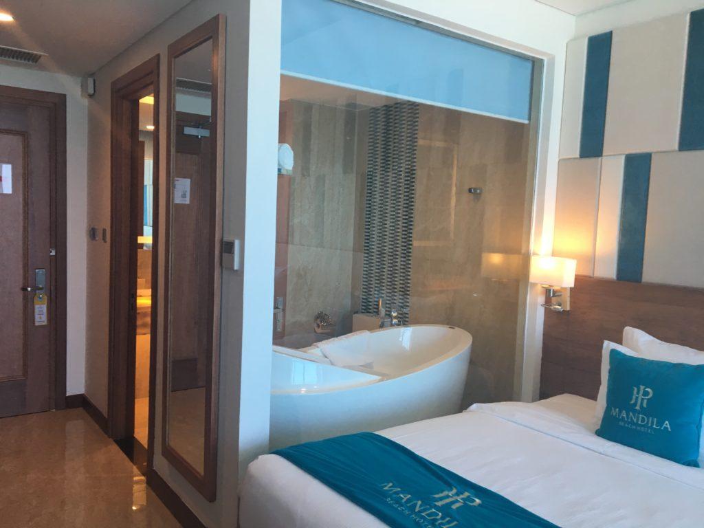 マンディラビーチホテルダナンの部屋の可愛いバスタブを撮影した写真