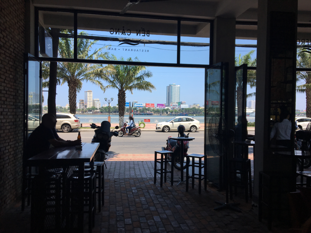 私が撮影したウォーターフロントレストラン&バーから外の景色