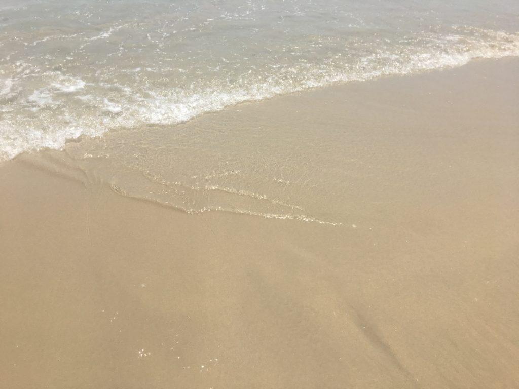 ミーケービーチの波打ち際が綺麗な様子を撮影した写真