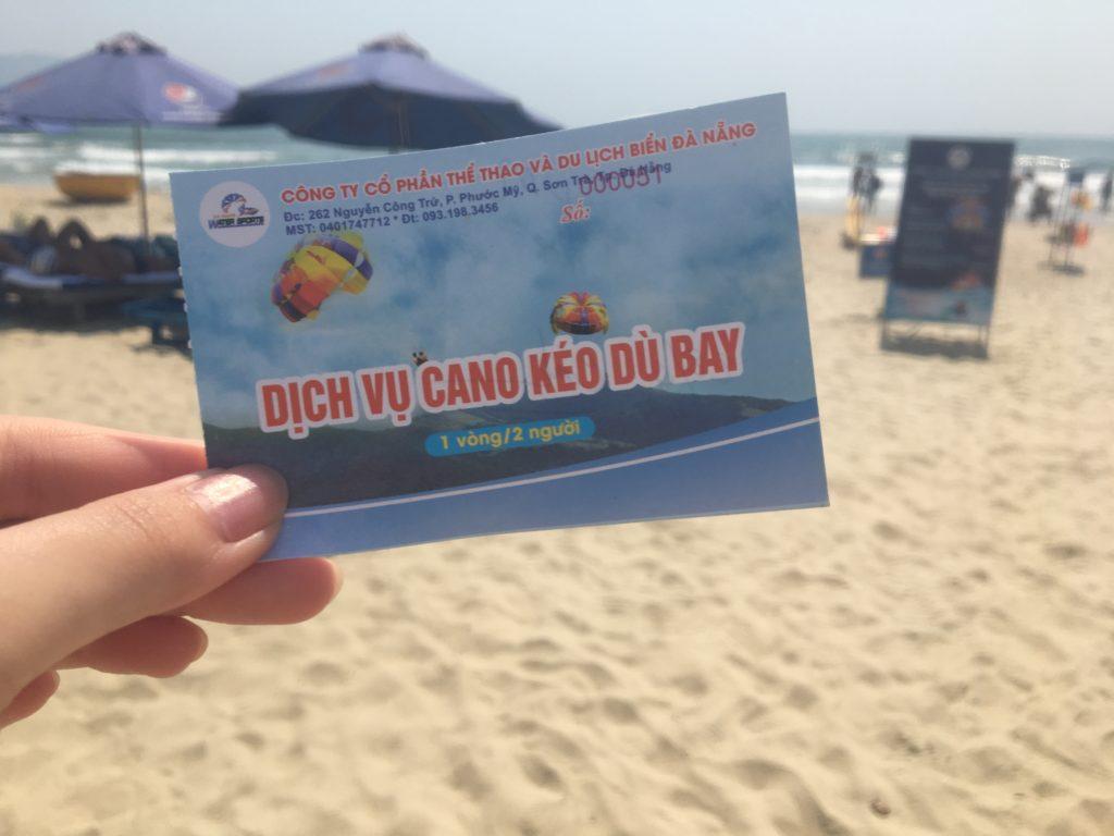 私が購入したミーケービーチでのパラセーリングのチケット