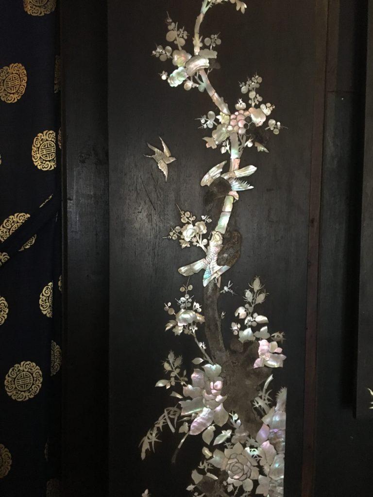 フーンフンの家で見た貝殻をあしらった綺麗な装飾を撮影した写真