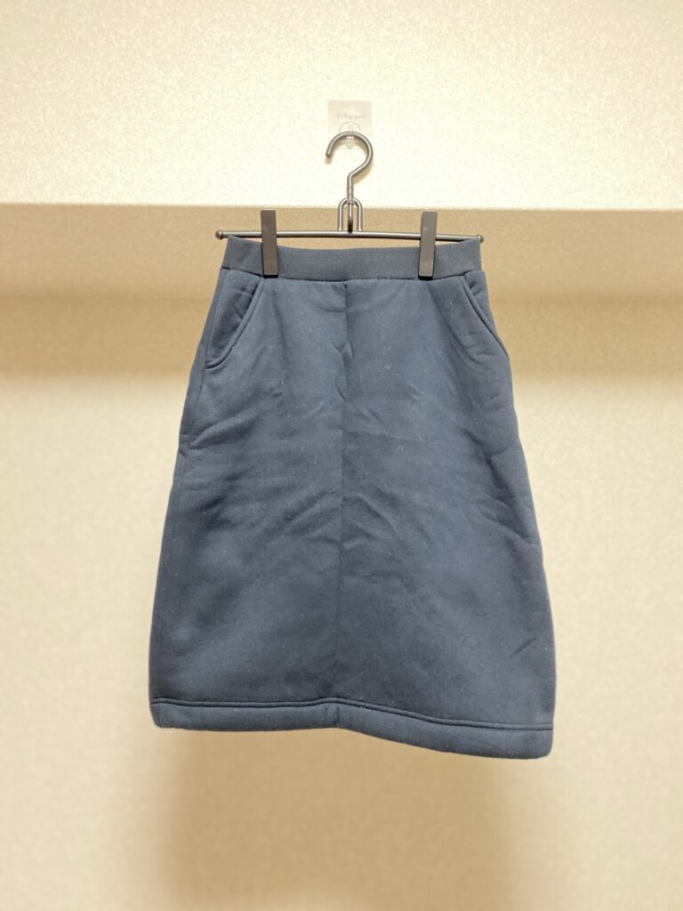 ストックホルムで履いていたアイテム(無印良品の裏ボアフリーススカート)を撮影した写真