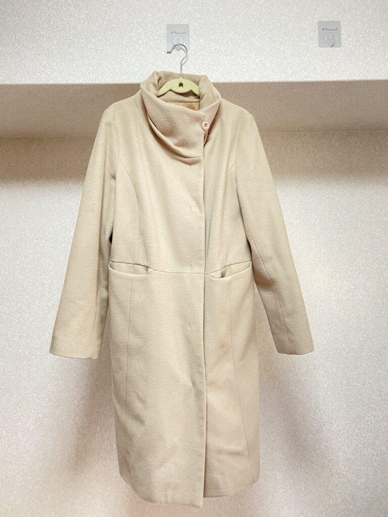 私が普段着ているスタンダードなコートを撮影した写真