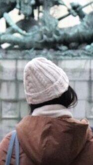 雑貨屋さんで買ったニット帽をストックホルムでかぶっている様子を撮影した写真