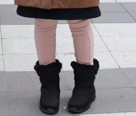 私がストックホルムでHAWKINSのスノーブーツを履いている様子を撮影した写真